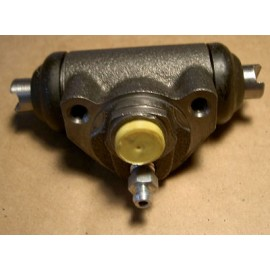 Wheel brake cylinder (rear) - Fiat 900 E
